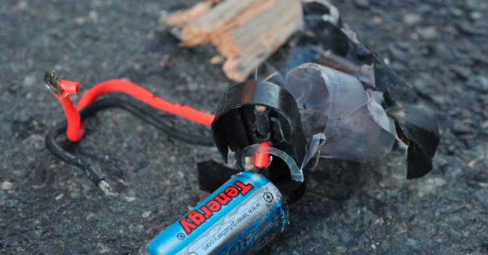 16.abr.2013 - Em foto tirada por investigadores, restos encontrados na cena dos atentados em Boston (EUA). Apenas autoridades tem acesso ao local