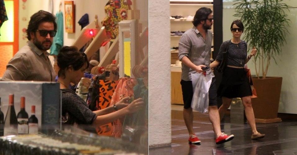 17.abr.2013 - Murilo Benício e Débora Falabella fazem compras no Rio