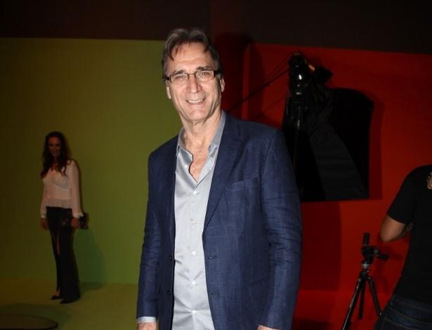 """17.abr.2013 - O ator Herson Capri chega à festa de lançamento de """"Sangue Bom"""" em São Paulo"""