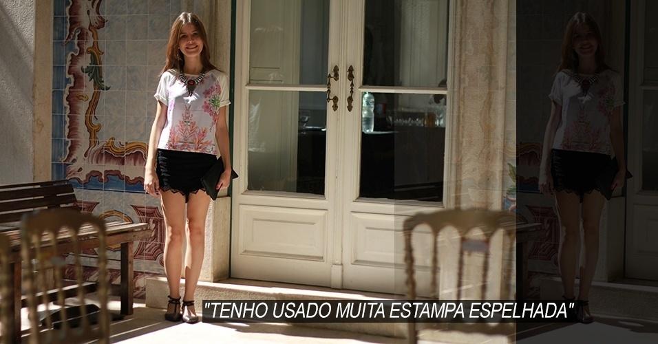 16 abr. 2013 - A estudante de jornalismo Clara Gomes, 18, é carioca, mas mora em Aracaju. Ela veste blusa Farm, shorts Afghan e sandália Shultz. O colar é da marca Penduricalhos