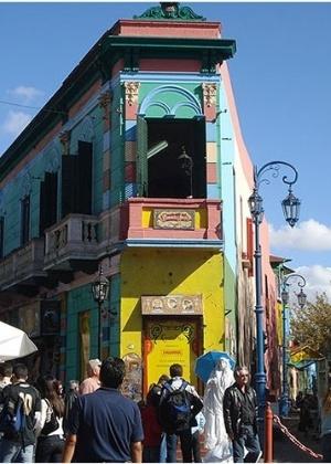 El Caminito é um dos pontos turísticos mais visitados por brasileiros em Buenos Aires - Melissa Pio/UOL