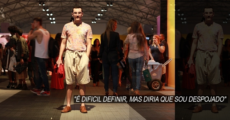 16 abr. 2013 - Gustavo Castro, 24, estudante de marketing digital, veste camiseta C&A, bermuda Alexandre Herchcovitch e tênis Renner. O cardigã foi comprado em uma viagem