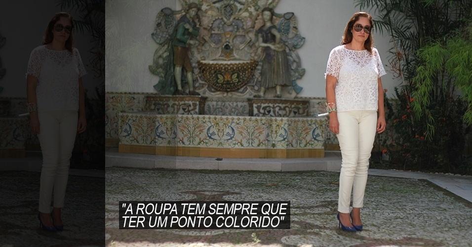 16 abr. 2013 - Leticia Falcão, 47, é advogada e mora em São Paulo. Sua blusa é NK Store, a calça foi comprada em uma viagem a Nova York, os scarpins azuis são Jimmy Choo e os óculos, Tom Ford