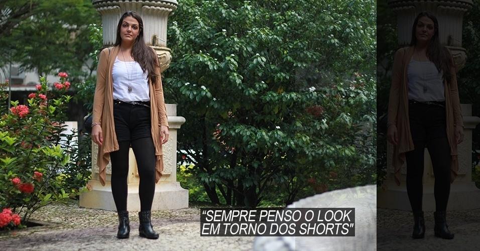 16 abr. 2013 - Naira Martins, 26, estudante de cinema, veste blusa e meia Zara, shorts Levi's e cardigã Totem. A bolsa é New Order e a bota, Arezzo. As medalhas e pingentes foram todos ganhados de presente