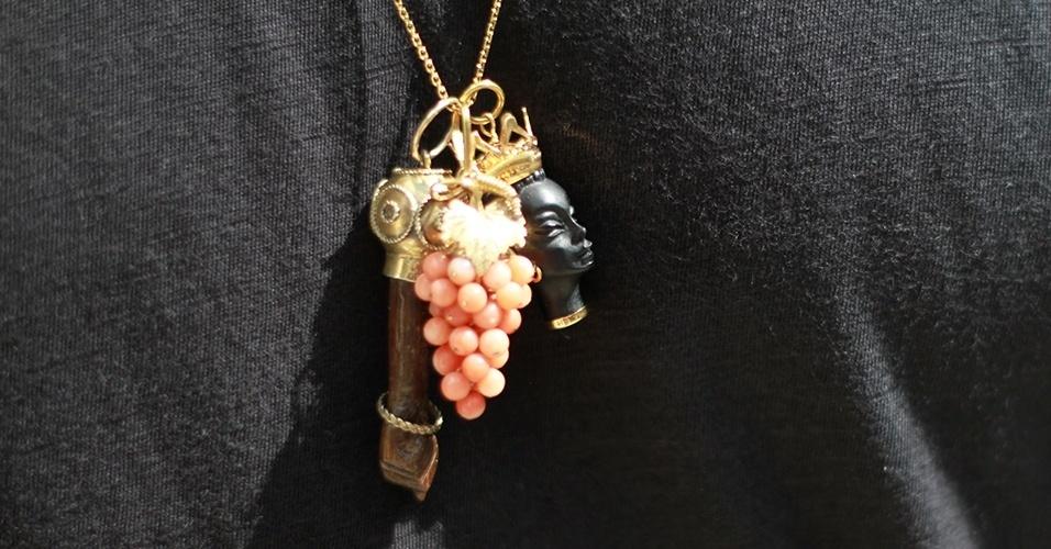 16 abr. 2013 - O colar de Patrick é composto por joias da família