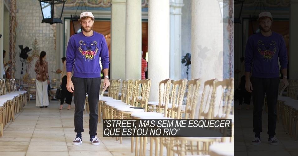 16 abr. 2013 - Raphael Tepedino, 23, publicitário, usa moletom Kenzo, calça e tenis Vans, meias Missoni. O boné é a novidade da Redley X Sala de Estar