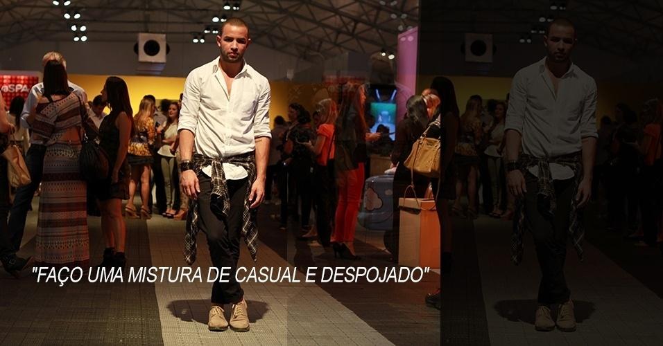 16 abr. 2013 - Romário Castro, 24, produtor de moda, veste camisas Forum, calça Zara e sapato Noir