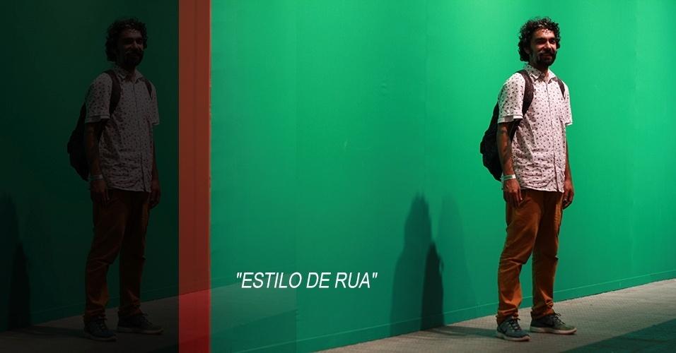 17 abr. 2013 - Marcio Arqueiro, 38, foi o artista plástico responsável pela cenografia do desfile da Cantão. Ele usa camisa e calça compradas na Primark, em Londres, tênis e mochila Nike