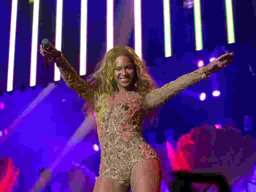 """17.abr.2013 - Beyoncé fez segundo show da turnê """"The Mrs. Carter Show"""" na Croácia. A cantora abre os novos shows com """"Run the World (Girls)"""", do seu último álbum """"4"""" - Divulgação"""