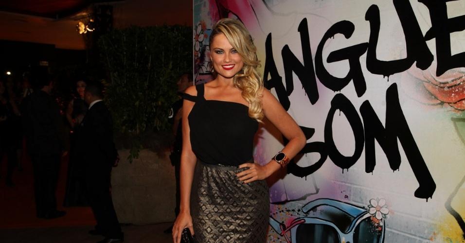 """17.abr.2013 - Ellen Rocche prestigia a festa de lançamento de """"Sangue Bom"""" em São Paulo"""