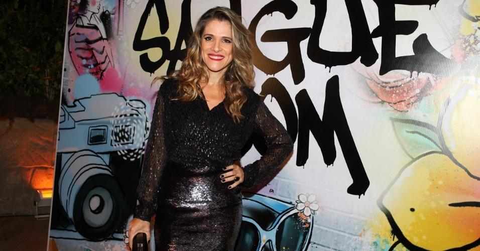 """17.abr.2013 - Ingrid Guimarães prestigia a festa de lançamento de """"Sangue Bom"""" em São Paulo"""