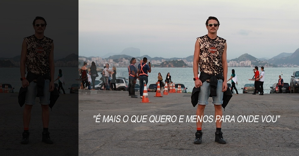 18 abr. 2013 - Caio Sto, 28, produtor cultural, veste camiseta Topshop, calça Levi's, tênis Nike, jaqueta H&M e óculos Evoke