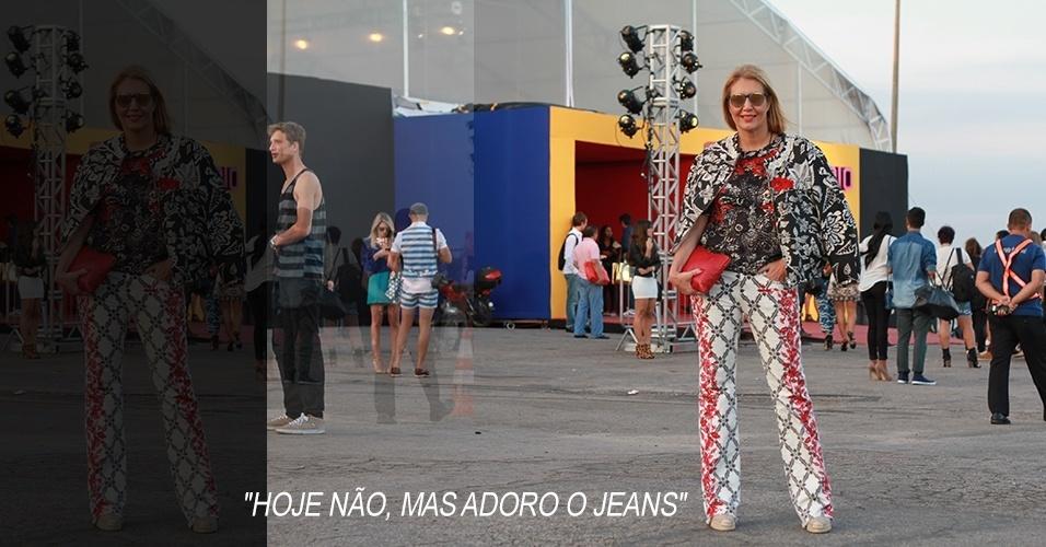 """18 abr. 2013 - Donata Meirelles, diretora de estilo da """"Vogue"""" brasileira, veste conjunto Isabel Marant, sapatos Valentino e óculos da parceria Garrett Leight X Thierry Lasry"""
