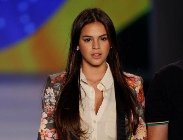 18.abr.2013 - Bruna Marquezine no ensaio da grife Coca-Cola Clothing no Fashion Rio, na Marina da Glória