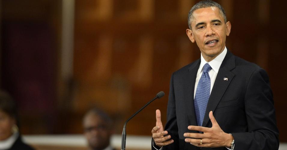 18.abr.2013 - O presidente dos Estados Unidos, Barack Obama, discursa durante ato ecumênico na Catedral de Santa Cruz, em Boston, em memória das vítimas do atentado ocorrido durante a maratona da cidade, no dia 15