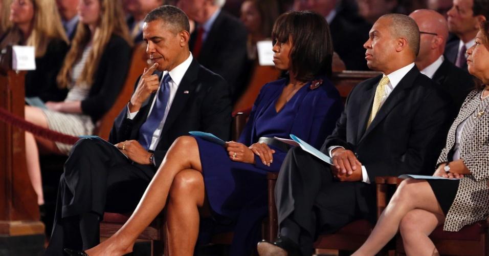 18.abr.2013 - O presidente dos Estados Unidos, Barack Obama, e a primeira-dama, Michelle Obama, participam de ato ecumênico na Catedral de Santa Cruz, em Boston, em memória das vítimas do atentado ocorrido durante a maratona da cidade, no dia 15