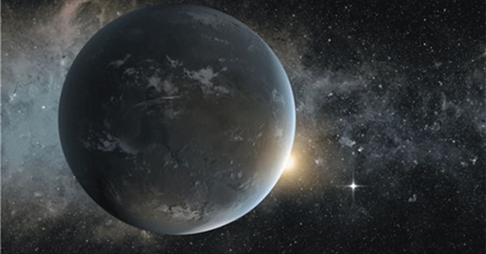 18.abr.2013 - O telescópio espacial Kepler, da Nasa (Agência Espacial Norte-Americana), identificou um sistema planetário que pode abrigar vida fora do Sistema Solar. Dos cinco corpos que orbitam a estrela Kepler-62, dois deles estão na zona habitável, o que indica que eles podem ter atmosfera e água líquida na superfície, destaca artigo publicado no site da revista Science nesta quinta-feira (18). Só pelos dados do telescópio não é possível determinar tais características