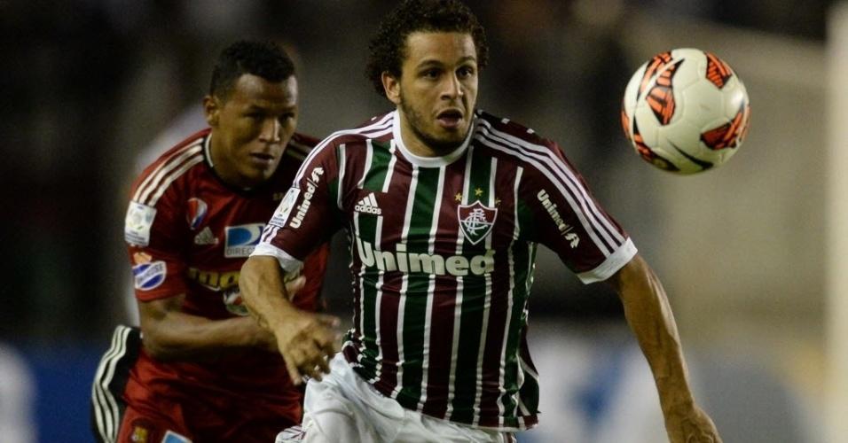 18.abr.2013 - Wellington Nem faz jogada na partida entre Fluminense e Caracas pela Libertadores
