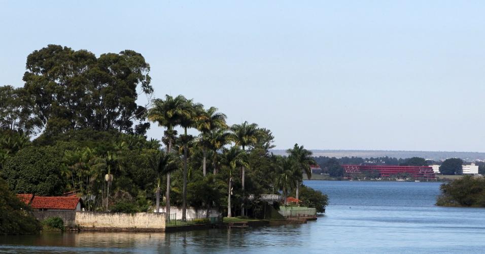 Casas de luxo são responsáveis por ocupação irregular do lago Paranoá, em Brasília