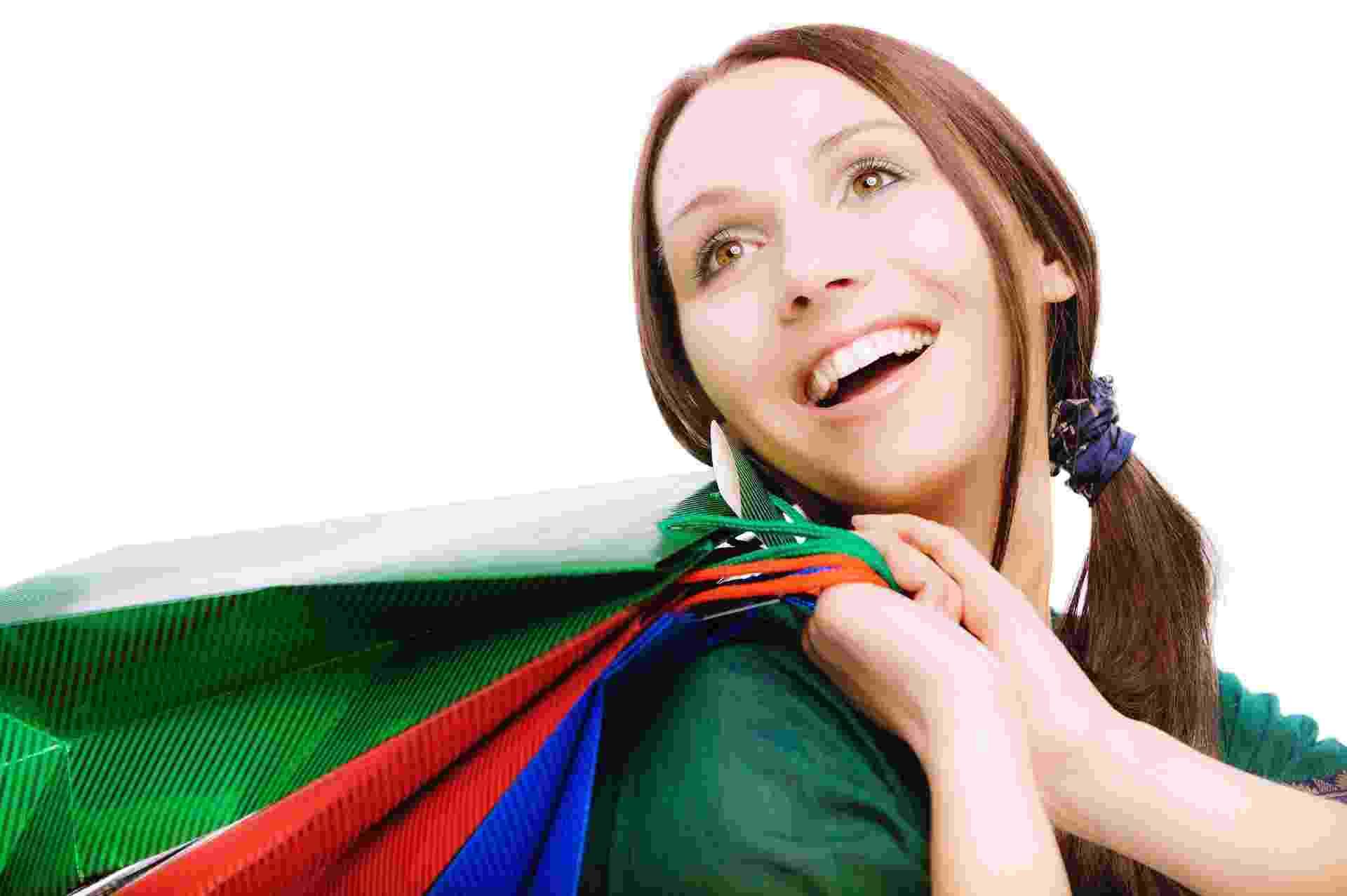 Compras; mulher vai às compras; sacola; shopping; compras compulsivas - Thinkstock