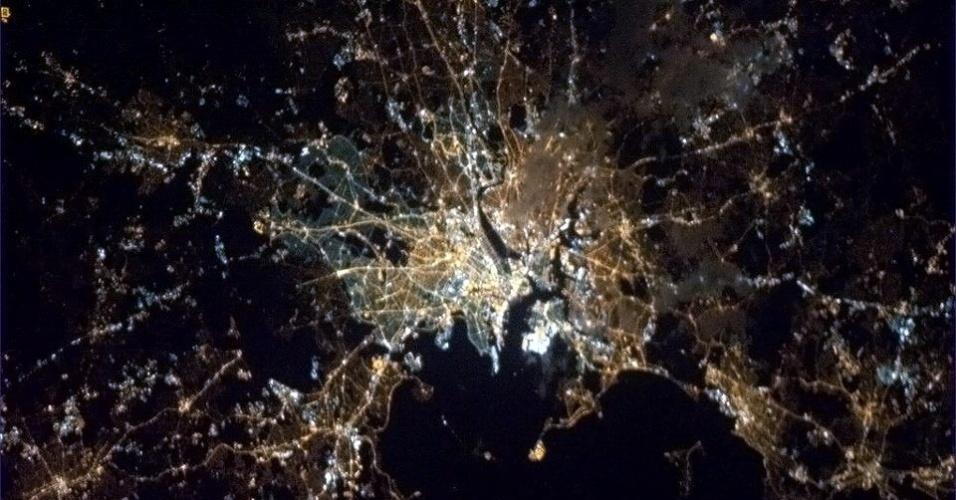 19.abr.2013 - No dia do atentado em Boston, que matou três pessoas na linha de chegada da maratona, o astronauta canadense se despediu de seus seguidores no twitter com uma foto da cidade norte-americana