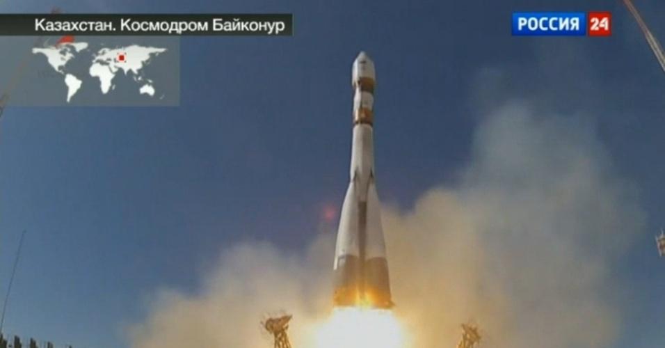 19.abr.2013 - A nave russa Bion-M, acoplada ao foguete Soyuz, foi lançada ao espaço carregando 45 ratos, oito gerbils, 15 lagartos, 20 caracóis, além de plantas, ovas de peixes, grãos e outros micro-organismos. Os animais ficarão em órbita durante um mês para que os cientistas da Agência Espacial Russa (Roscosmos) possam estudar como o