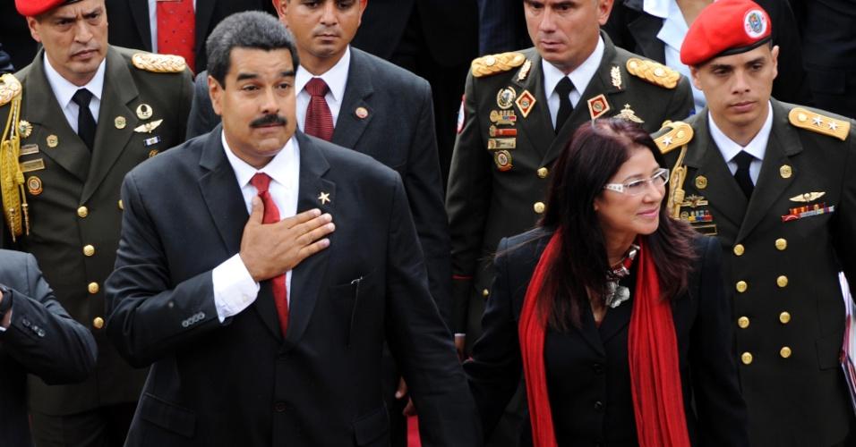 19.abr.2013 - O presidente interino e candidato eleito nas eleições da Venezuela, Nicolás Maduro, chega com sua mulher Cilia Flores na Assembleia Nacional, em Caracas, onde para tomar posse como o sucessor de Hugo Chávez