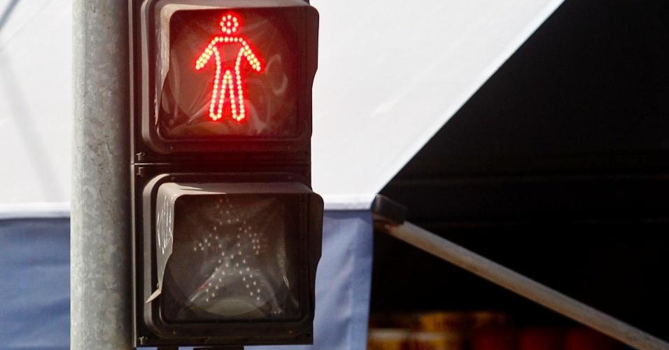 19.abr.2013 - O secretário municipal dos Transportes de São Paulo, Jilmar Tatto, informou na última quinta-feira (18) que, a partir de julho, começa a manutenção dos semáforos em 4.800 cruzamentos da cidade de São Paulo. A ideia é que todos estejam revitalizados até 2015. Tatto disse que o reparo dos semáforos deverá custar em torno de R$ 250 milhões