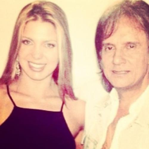 19.abr.2013 - Sheila Mello publica foto ao lado de Roberto Carlos