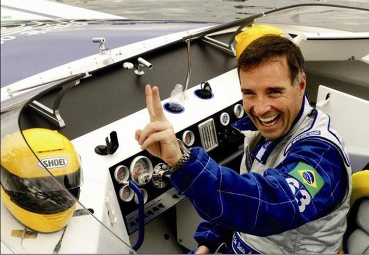 Eike Batista: No início dos anos 1990, foi campeão brasileiro, americano e mundial na categoria Super Powerboat Offshore. Em 2006, completou as 220 milhas náuticas entre Santos e Rio de Janeiro em 3h01m47s e bateu o recorde da travessia a bordo da máquina Spirit of Brasil