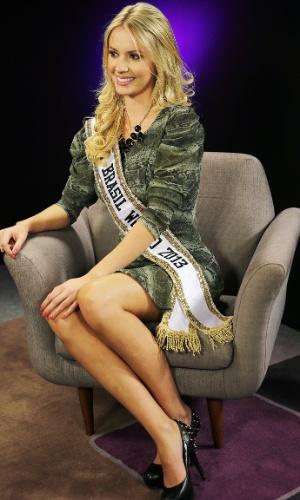 Ela recebeu a coroa da Miss Brasil World 2012, Mariana Notarangelo, que ficou em 5º lugar no Miss Mundo 2012