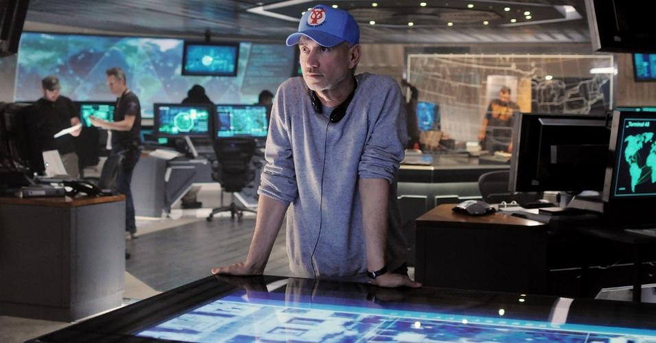 """O diretor Roland Emmerich nos bastidores das filmagens de """"Ataque à Casa Branca"""". Com Channing Tatum, Jamie Foxx, Maggie Gyllenhaal e James Woods no elenco, o filme estreia em setembro deste ano no Brasil."""