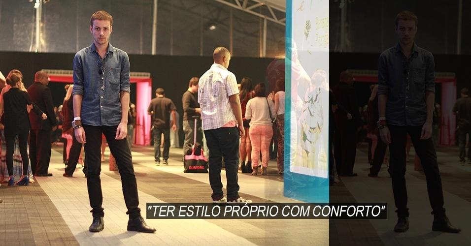 19 abr. 2013 - Felipe Fernandes, 21, booker, veste camisa Sergio K., calça Topman, sapato Calvin Klein e óculos Tom Ford