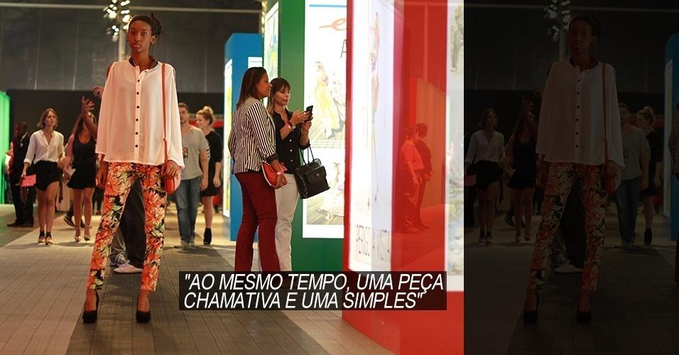 19 abr. 2013 - Luana Maria, 19, estudante de moda, veste blusa Aquamarine, calças Luany e salto NHC. A bolsa é da Renner