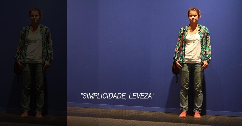 19 abr. 2013 - Sofia Maldonato, 23, estudante de cinema, veste blusa Hering, camisa de brechó, jeans Opção, sandália Docaique e bolsa comprada no México