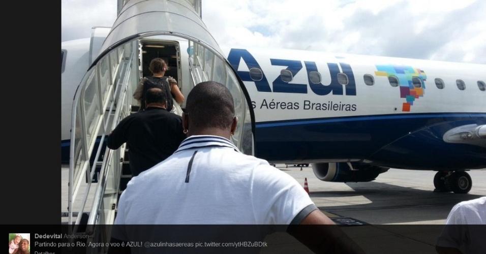 20/04/2013 - Após o 1º treino, Dedé embarcou para o Rio de Janeiro, onde passará o final de semana