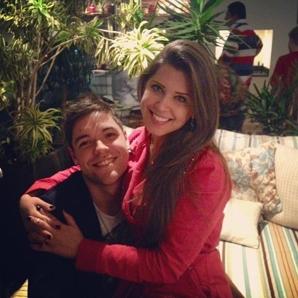20.abr.2013 - Ex-BBB Andressa publica foto no colo de Nasser