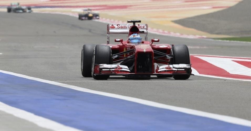 20.abr.2013 - Fernando Alonso pilota durante os treinos para o GP do Bahrein; espanhol vai largar em terceiro