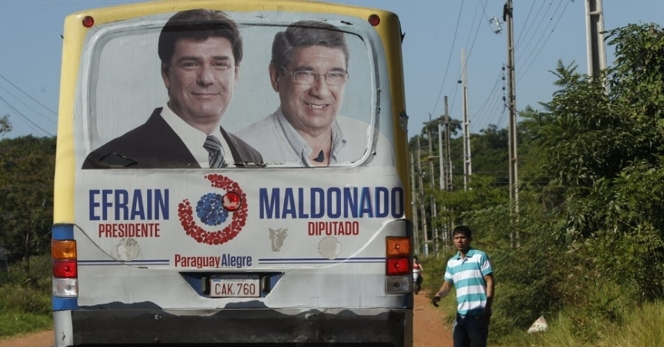 20.abr.2013-  Propaganda eleitoral do candidato Efraín Alegre, do Partido Liberal, candidato à Presidência do país