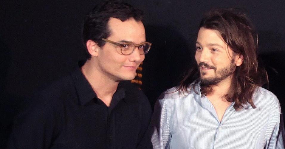 20.abr.2013 - Os atores Wagner Moura e Diego Luna participam de evento para promover o filme