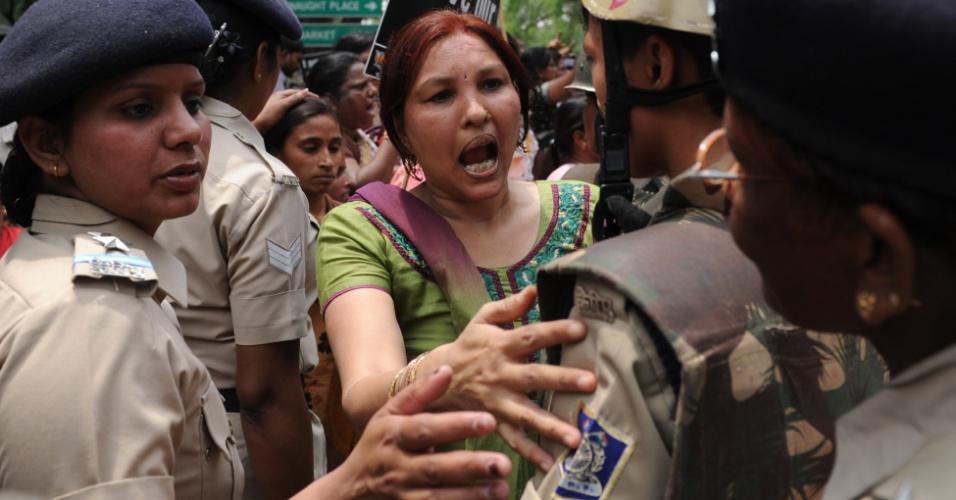 21.abr.2013 - Indianos participam de manifestação após menina de cinco anos ser estuprada durante dois dias. Um suspeito pelos abusos foi preso