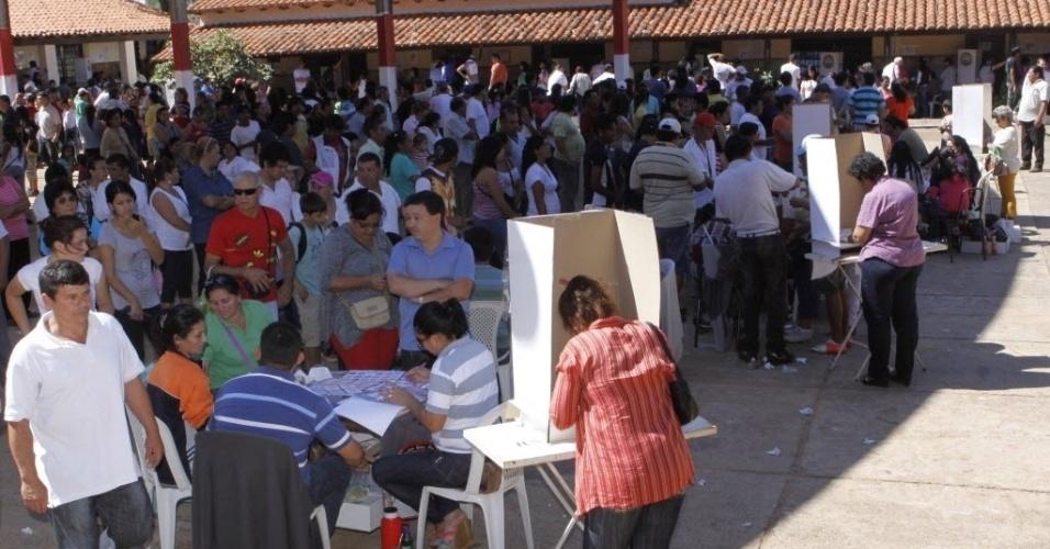 21.abr.2013 - Paraguaios vãos às urnas para eleições gerais, inclusive, para a escolha do novo presidente do país-- pela primeira vez desde a saída de Fernando Lugo--, em junho de 2012