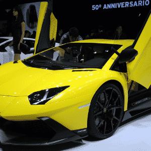 Lamborghini Aventador, topo da gama da marca italiana do Grupo Volkswagen, também ganha edição especial no Salão de Xangai, alusiva aos 50 anos da marca - Peter Parks/AFP