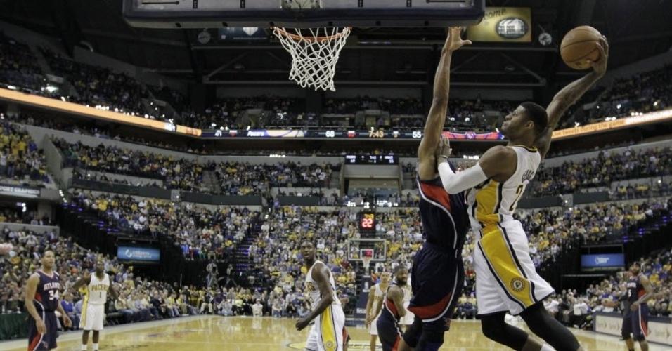 21.abr.2013 - Paul George foi o grande destaque da vitória dos Pacers sobre os Hawks, pela abertura dos playoffs, com um triplo-duplo
