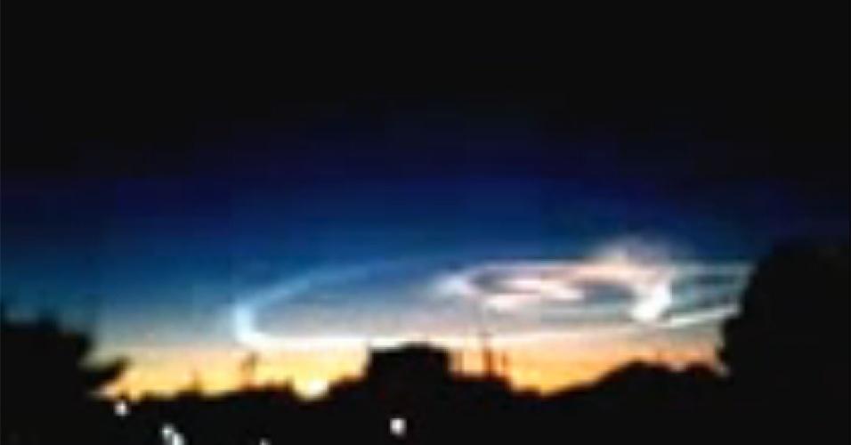 22.abr.2013 - Durante a chuva de meteoros Lirídeas nesta madrugada (22), foi possível ver um meteoro no norte da Argentina e no Chile. Estas imagens, de Santiago del Estero, na Argentina, mostram o clarão que impressionou os moradores locais, mas não gerou nenhum dano