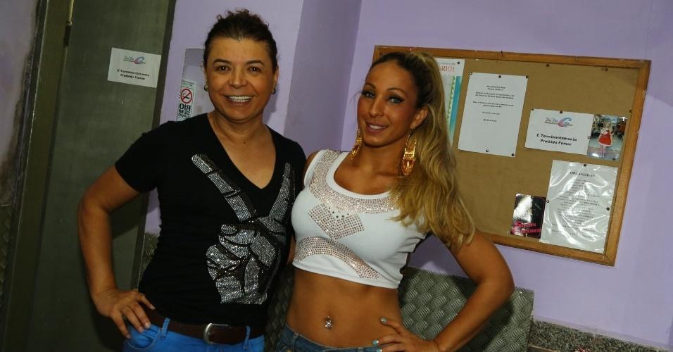 22.abr.2013 - Valesca Popozuda e David Brazil posam juntos antes do show da funkeira em casa noturna no Rio de Janeiro