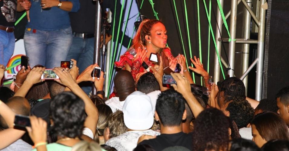 22.abr.2013 - Valesca Popozuda faz show em casa noturna no Rio de Janeiro