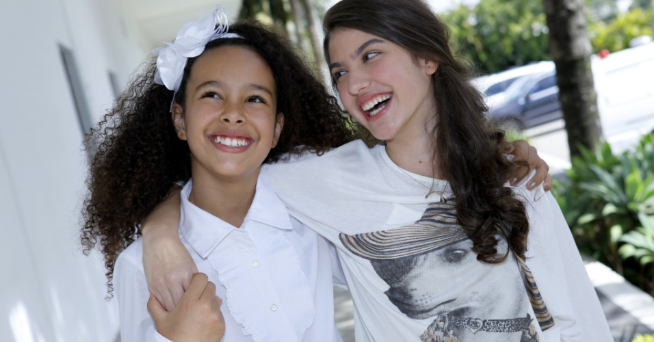 "23.abr.2013 - As atrizes Julia Olliver (Pata) e Giovanna Grigio, a Mili, do remake ""Chiquititas"", do SBT"
