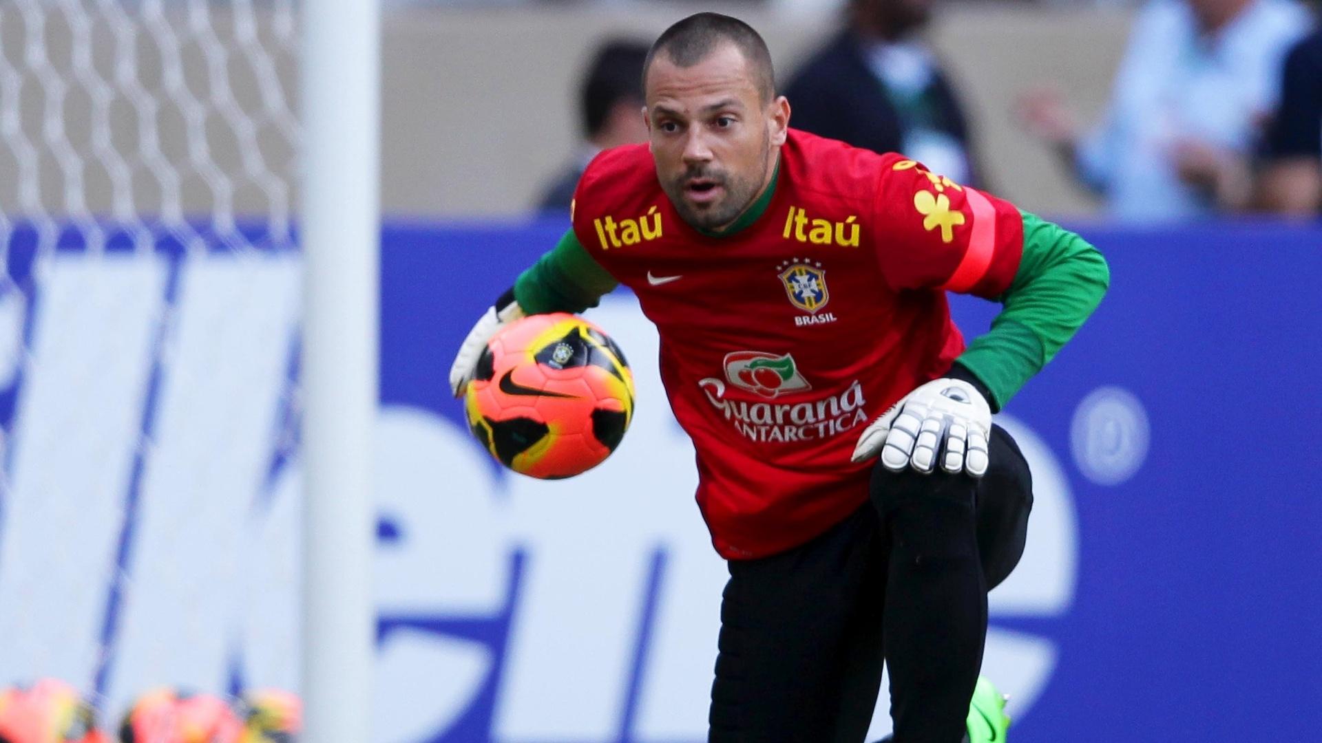 23.abr.2013 - Goleiro Diego Cavalieri treina com a seleção brasileira para o amistoso contra o Chile no Mineirão
