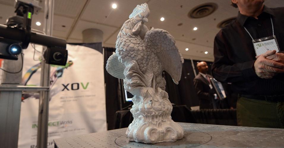 O galo acima, extremamente detalhado e produzido com uma impressora 3D, foi exibido no evento 'Inside 3D Printing' (por dentro da impressão 3D, em tradução livre), realizado em Nova York, nos dias 22 e 23 de abril de 2013
